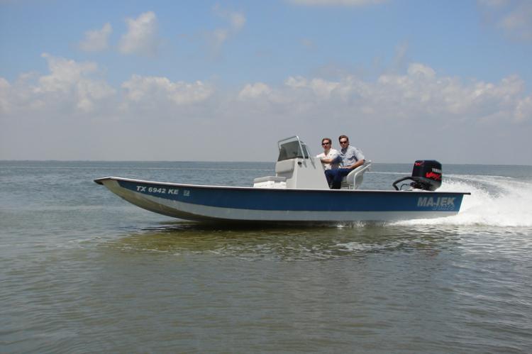 l_profileshotofredfishbayboats