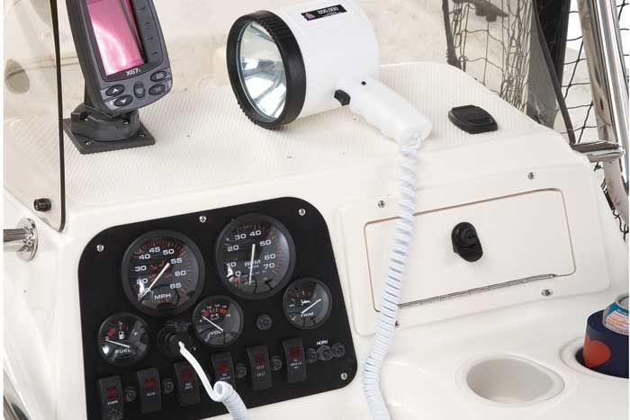 l_Mako_Boats_211_Tunnel_Inshore_2007_AI-244082_II-11354587
