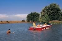 Malibu Boats CA Response LX Ski and Wakeboard Boat