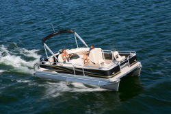 2014 - Manitou Boats - 22 Oasis Angler Twin Tube