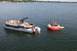 2012 - Manitou Boats - 25 Oasis SHP