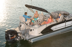 2015 - Manitou Boats - 23 Legacy VP