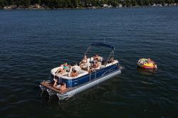 2017 - Manitou Boats - Aurora LE 21 Standard