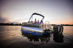 2017 - Manitou Boats - SES 23 Entertainer