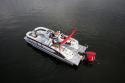 2017 - Manitou Boats - X-Plode 23 RF