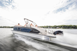 2018 - Manitou Boats - Legacy 23 SRS
