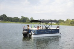 2018 - Manitou Boats - Oasis Angler 22 Full Front