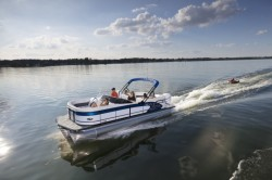 2018 - Manitou Boats - X-Plode 23 RFW