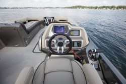 2018 - Manitou Boats - Legacy LT 27 RFX Dual Engine