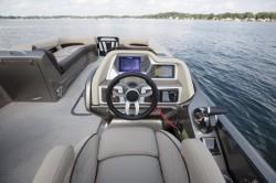 2018 - Manitou Boats - Legacy LT 23 SRS