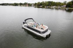 2019 - Manitou Boats - Legacy 23 SRW