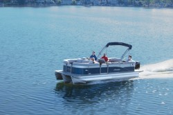 2019 - Manitou Boats - Oasis 21 Standard