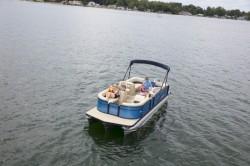 2020 - Manitou Boats - Aurora LE 21 Bar
