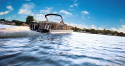 2020 - Manitou Boats - Legacy 23 RFW