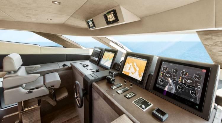 l_12_mcy105_pilot_house_011