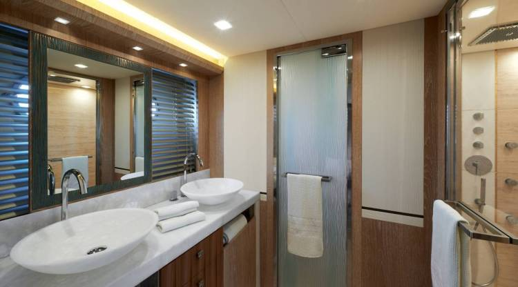 l_mcy86_owner_cabin_en_suite11