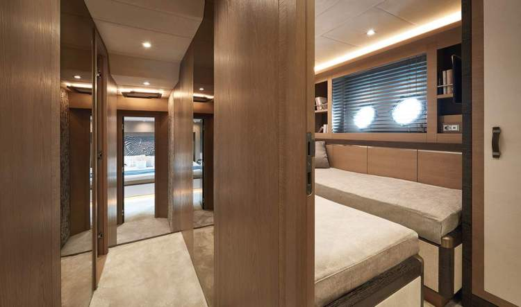 l_mcy80_guest_cabin_01