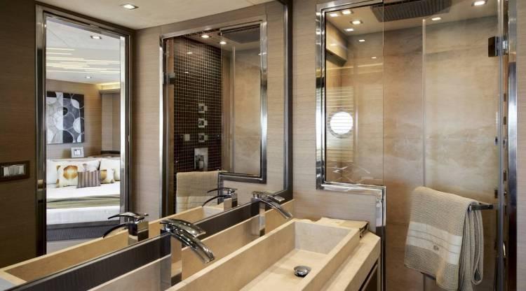 l_mcy70_owner_cabin_en_suite_01_0