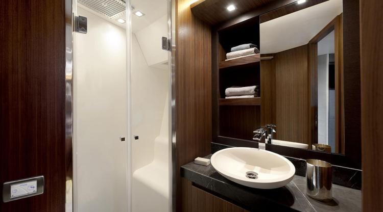l_mcy_65_vip_cabin_en_suite_bathroom
