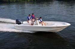 2014 - Nauticstar Boats - 2400 Sport
