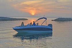 2017 - Nauticstar Boats - 193 SC
