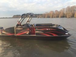 2018 - Razor Boats - 257 Black Widow