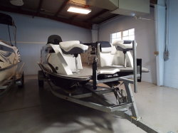 2020 - Razor Boats - 216 FSP XL