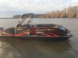 2020 - Razor Boats - 257 Black Widow