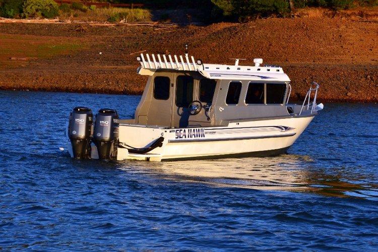 l_10rodholdersontheoffshorefishingboatsfromriverhawk