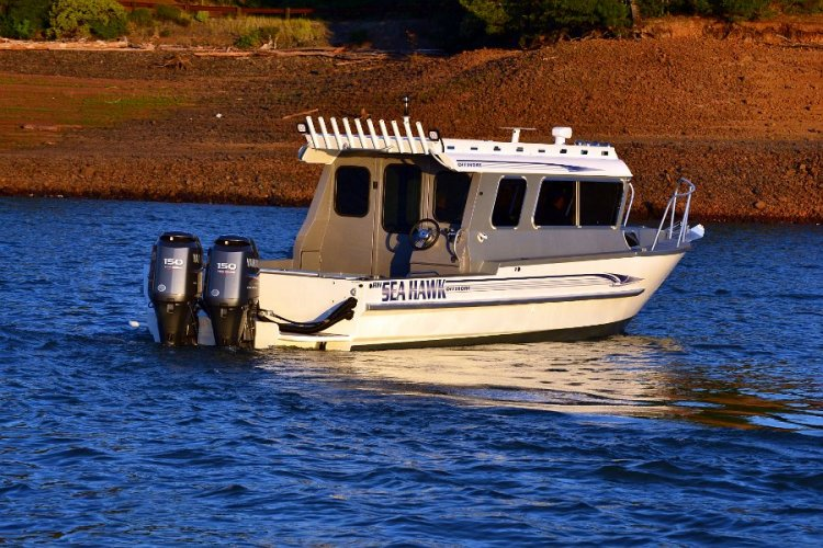 l_10rodholdersontheoffshorefishingboatsfromriverhawk1
