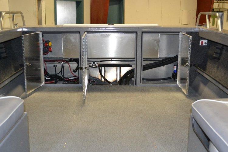 l_aluminumdimondplateddoorstoprotectwiringonboard-riverhawk1