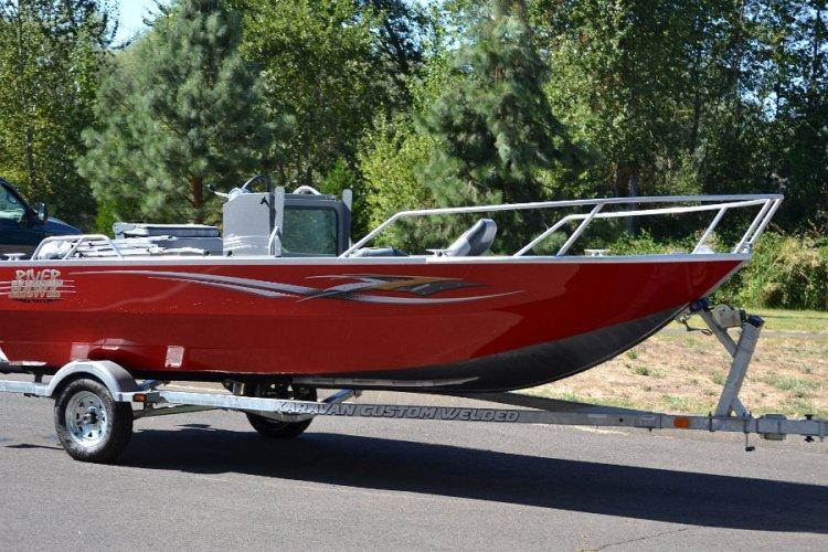 l_customcenterconsoleoptionwithguardrailonbowofboat