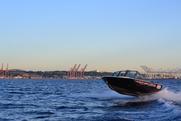 l_gettingairinthe2014multispeciesaluminumfishingboat-iboats1