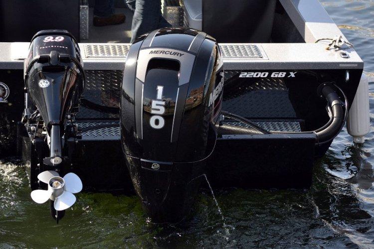 l_mercengineonsternofgbseriesaluminumfishingboat