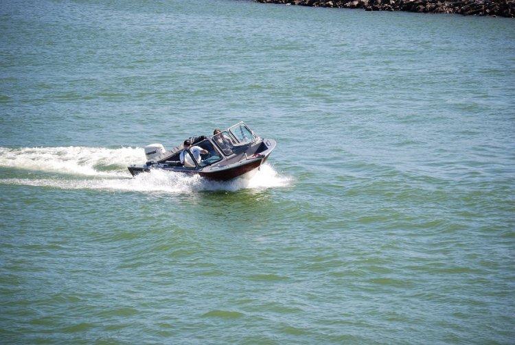 l_new2014fishingboatcruising2