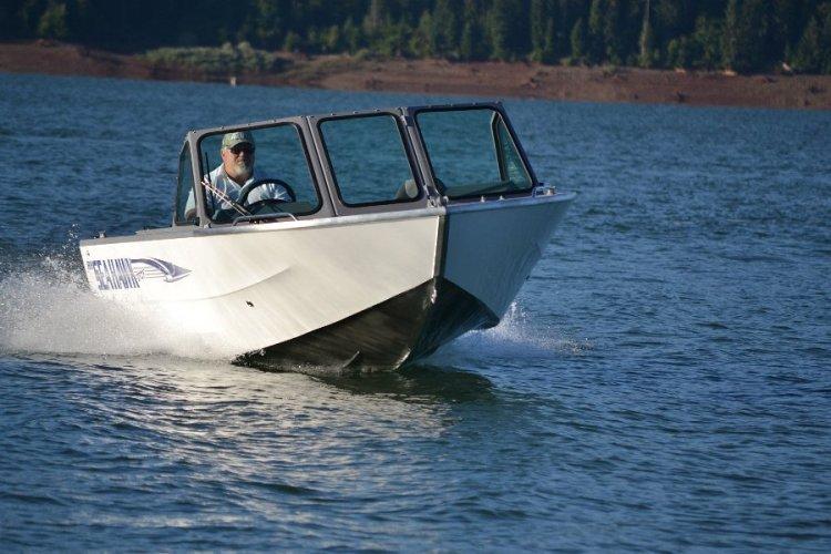 l_new2014v-hullfishingboat-seahawksportseriesbyriverhawkboats4