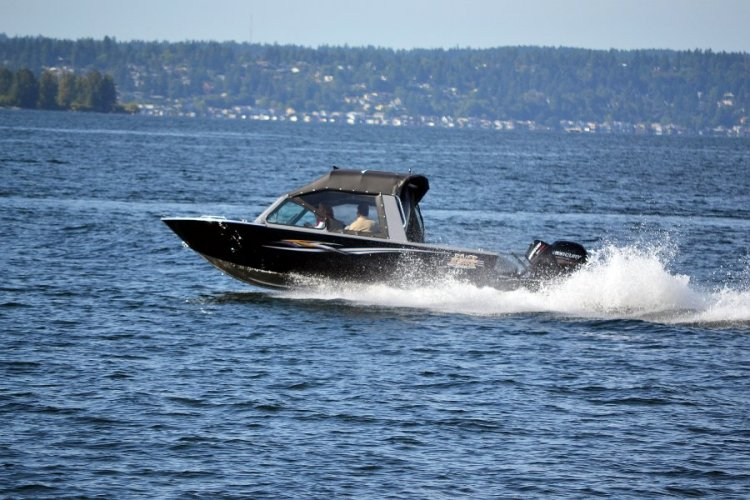l_outdriveengine150hp-225hpfishingboat2
