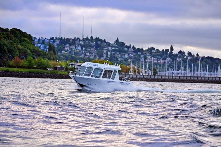 l_pilothousefishingboatforallseason-riverhawk