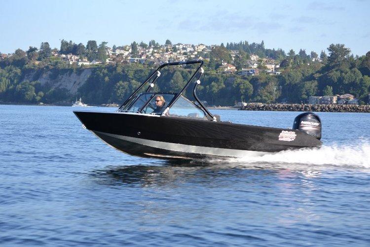 l_riverhawkboatcomeswithmercuryoutboardengine