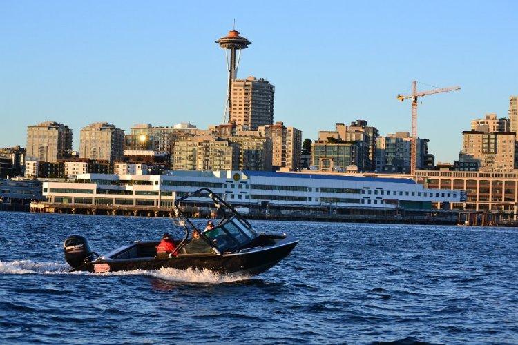 l_runaboutonthewaterwithabrandnew2014ss2210sportseriesriverhawkaluminummuti-speciesfishingboat