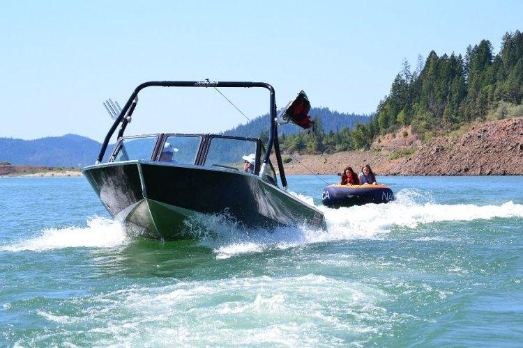 l_wakeboardtowerandtowingcapabilities