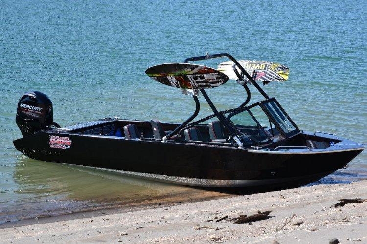 l_wakeboardtoweravailableforwatersportboats
