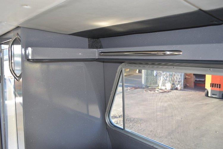 l_windowsslideopenandhandrailsforstabilityinroughwaters
