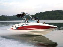 2011 - Sea Ray Boats - 220 Sundeck