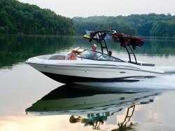 2012 - Sea Ray Boats - 205 Sport