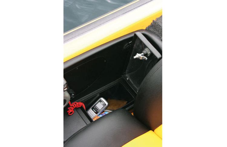 l_driver-glove-box