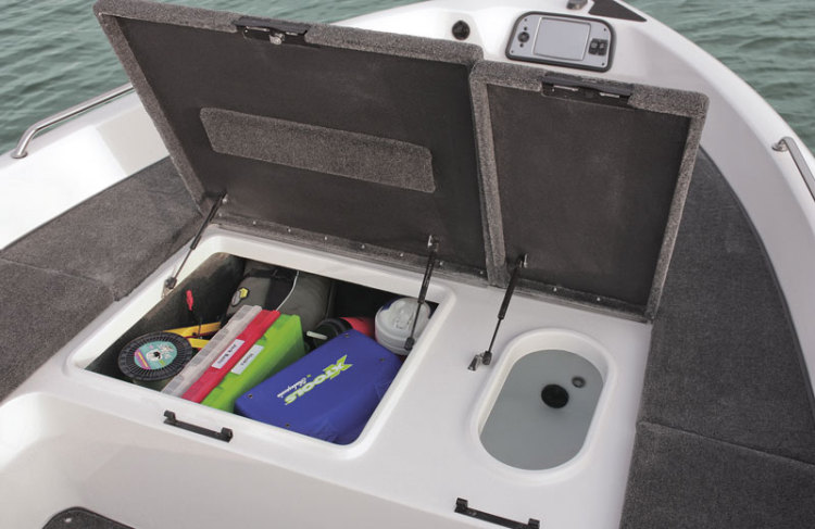 l_wx2000t_bow-storage-and-baitwell