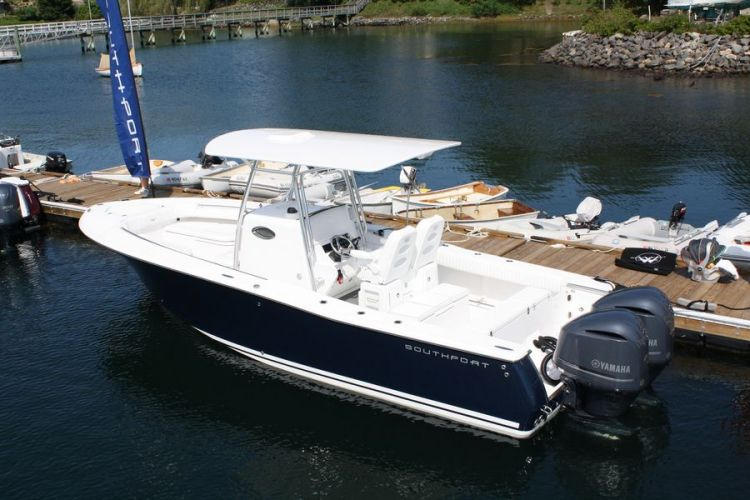 l_6-southport-27-cc-flag-blue-hull-at-dock_web