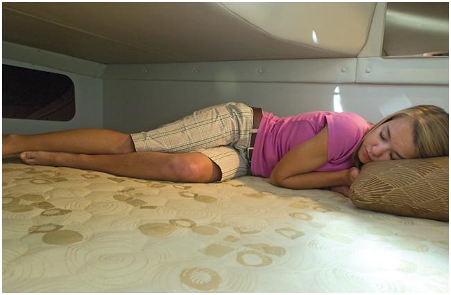 l_250cs_mid-cabin_sleeping