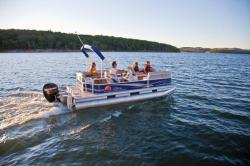 2012 - Sun Tracker - Party Barge 18 DLX